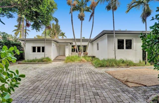 4235 N Bay Rd - 4235 North Bay Road, Miami Beach, FL 33140