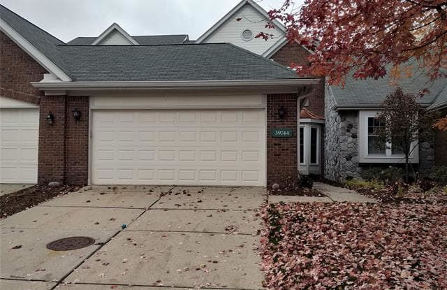 39744 GLENVIEW Court - 39744 Glenview Court, Wayne County, MI 48168