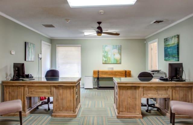 Berkshire Place Apartments - 7700 Cedar Point Ln, Charlotte, NC 28210