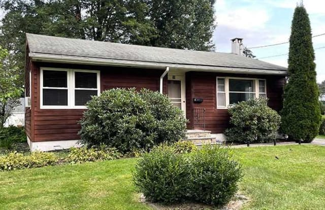 35 VIOLET PLACE - 35 Violet Place, Rhinebeck, NY 12572
