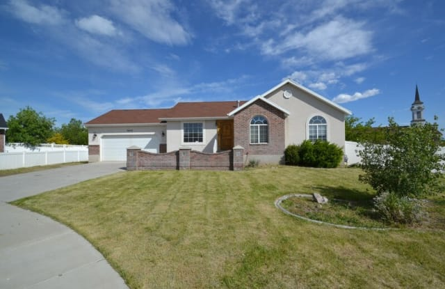 7646 W Wing Pointe Cir - 7646 S Wing Pointe Dr, Magna, UT 84044
