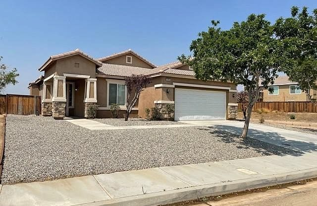 9464 Palo Verde Dr - 9464 Palo Verde Drive, Hesperia, CA 92344