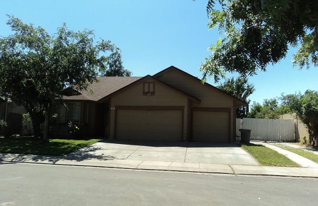 948 Sun Valley Dr - 948 Sun Valley Drive, Woodland, CA 95776