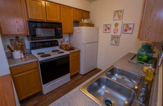 Huntington Park Apartments - 1313 N Maize Ct, Wichita, KS 67212