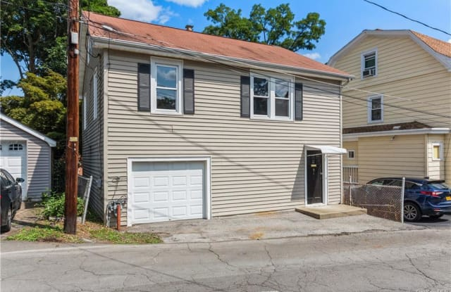 4 Berard Place - 4 Berard Place, Highland Falls, NY 10928