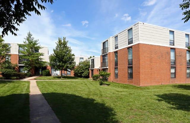 Legend Park Apartments - 305 Cambia Dr, Schaumburg, IL 60193
