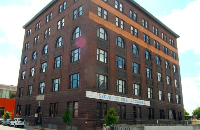 Income Restricted - Rumely Lofts - 104 SW 4th St, Des Moines, IA 50309