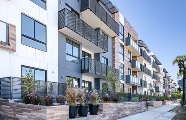 Cole Grove - 711 Cole Avenue, Los Angeles, CA 90038