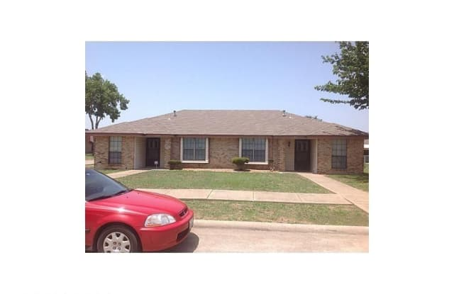 1105 Valley View Dr - 1105 Valley View Drive, Glenn Heights, TX 75154