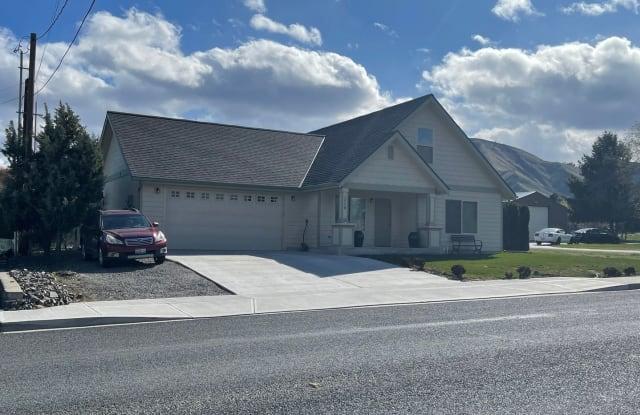 1519 Springwater - 1519 Springwater Avenue, Wenatchee, WA 98801