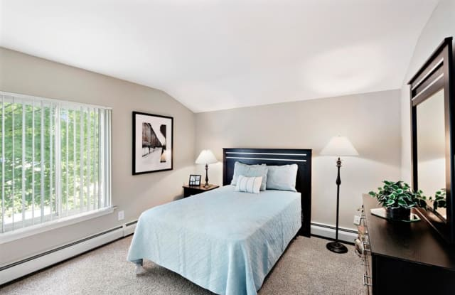 Eagle Pointe - 8 Michael Rd, New London, CT 06320