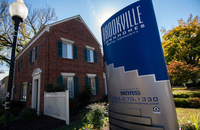 Brookville Townhomes - 5402 Taney Ave, Alexandria, VA 22304