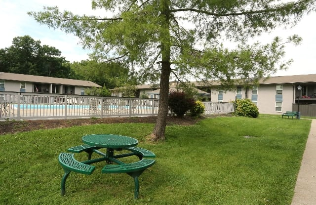 Willowbrook Apartments - 2106 Buechel Bank Rd, Louisville, KY 40218