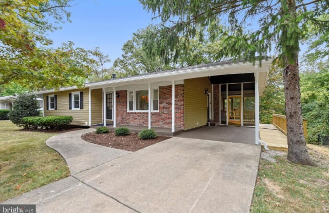 2400 WILLIAM AND MARY DR - 2400 William and Mary Drive, Fort Hunt, VA 22308