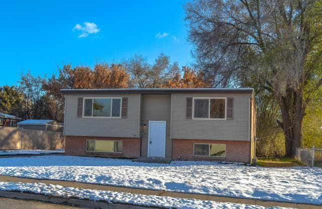 667 West 2200 North - 667 West 2200 North, Clinton, UT 84015