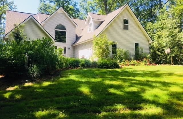 519 ROLLING ACRES Drive - 519 Rolling Acres Drive, Oakland County, MI 48462