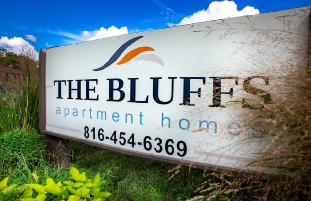 The Bluffs - 7005 N Bales Ave, Gladstone, MO 64119