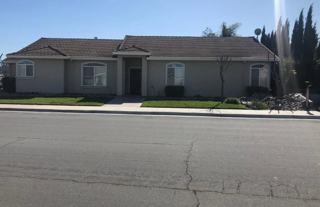 1371 Clearview Drive - 1371 Clearview Drive, Hollister, CA 95023