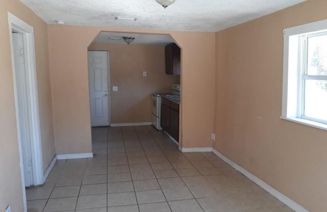 9 Lenox Ct - 9 Lenox Court, DeLand Southwest, FL 32720