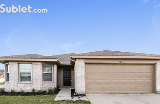 1215 Wenatchee Dr, Kru - 1215 Wenatchee Drive, Krum, TX 76249