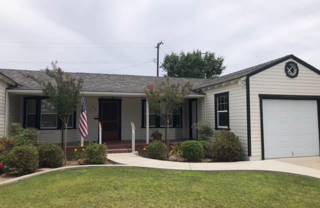 20 Follett St - 20 Follett Street, Lemoore, CA 93245