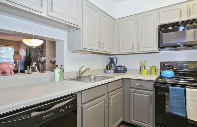 The Arlington Apartment Homes - 11907 Charter House Ln, Creve Coeur, MO 63146