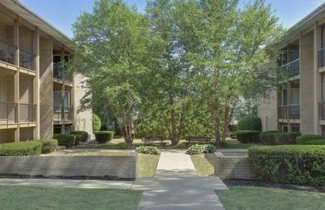 Arbor Court - 6500 Maplewood Rd, Mayfield Heights, OH 44124