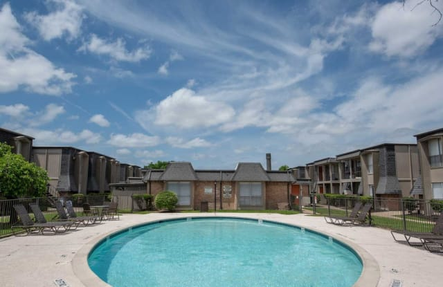 Pine Forest Park and Place - 5353 Deep Forest Dr, Houston, TX 77092