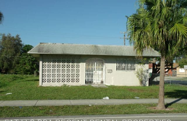 1399 NW 27 AVE - 1399 NW 27th Ave, Roosevelt Gardens, FL 33311