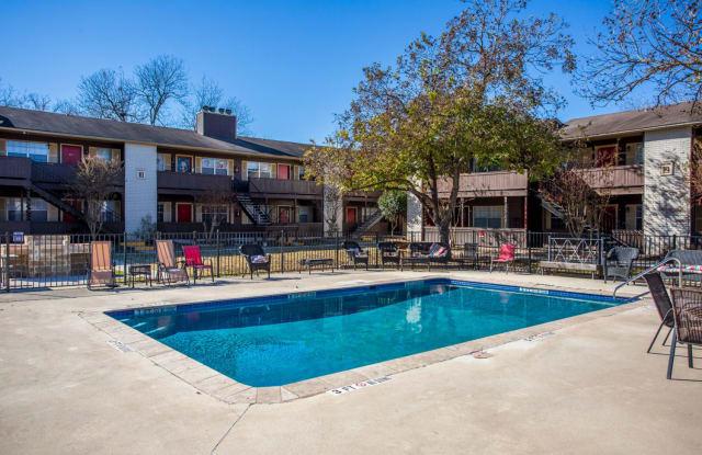 Laurel Heights - 483 Laurel Ln, New Braunfels, TX 78130
