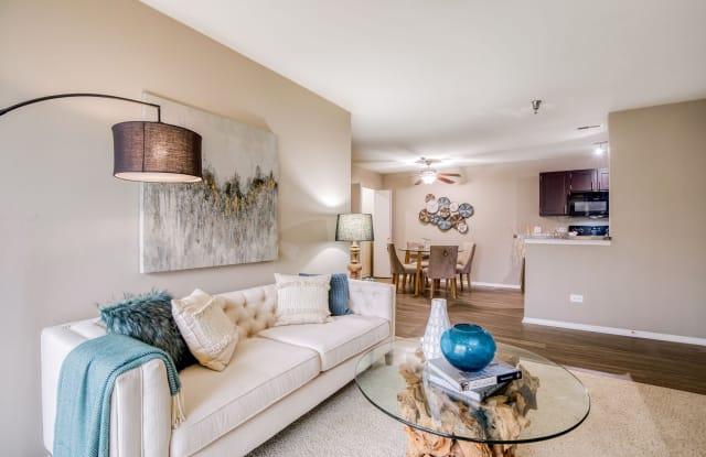 Hunter's Glen Apartments - 245 N. Oakhurst Dr, Aurora, IL 60504