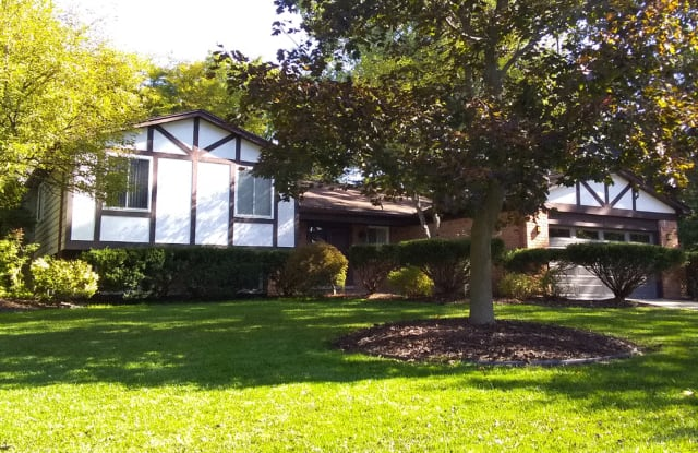 3230 Rolling Green Cir S - 3230 Rolling Green Circle South, Rochester Hills, MI 48309