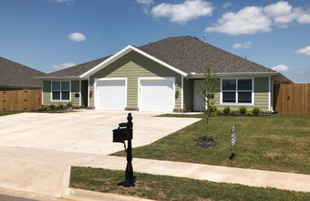 613 W. Christopher Drive #B - 613 W Christopher Dr, Benton County, AR 72761