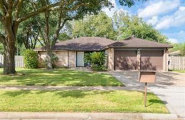 658 W Castle Harbour Drive - 658 West Castle Harbour Drive, Friendswood, TX 77546