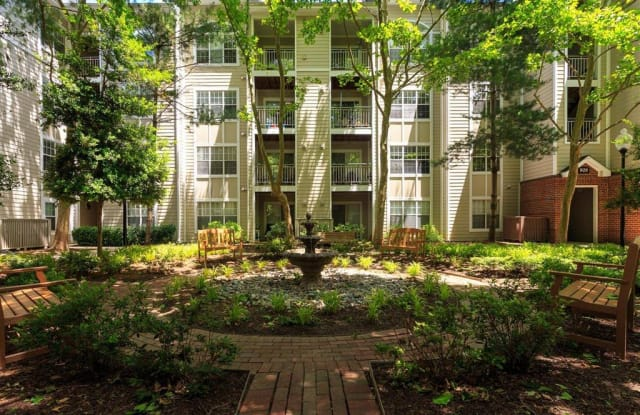 Beacon Place Apartments - 916 Beacon Square Ct, Gaithersburg, MD 20878