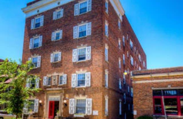Concord & Castle Apartment Homes - 740 18th Street, Des Moines, IA 50314