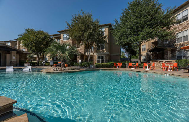 Woodbridge Villas - 7920 Country Club Dr, Sachse, TX 75048