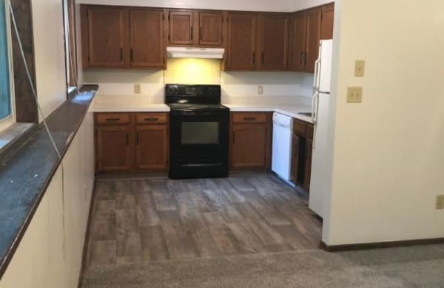 484 S 19th St - 484 South 19th Street, West Des Moines, IA 50265