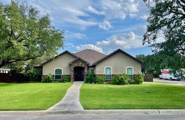 1667 STONEHAVEN - 1667 Stone Haven, Pleasanton, TX 78064