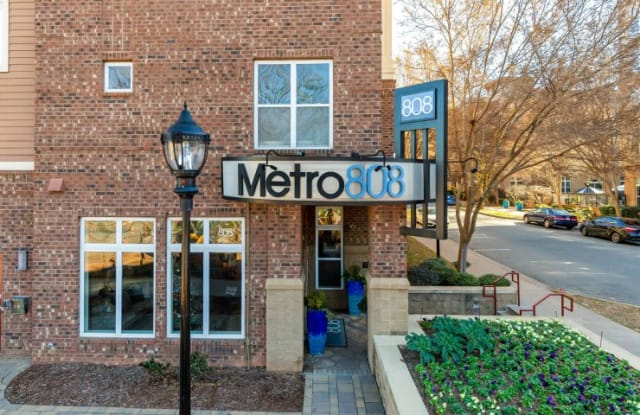 Metro 808 - 808 Hawthorne Ln, Charlotte, NC 28204