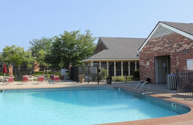 Willow Glen East - 9955 Fulbrook Dr, Indianapolis, IN 46229