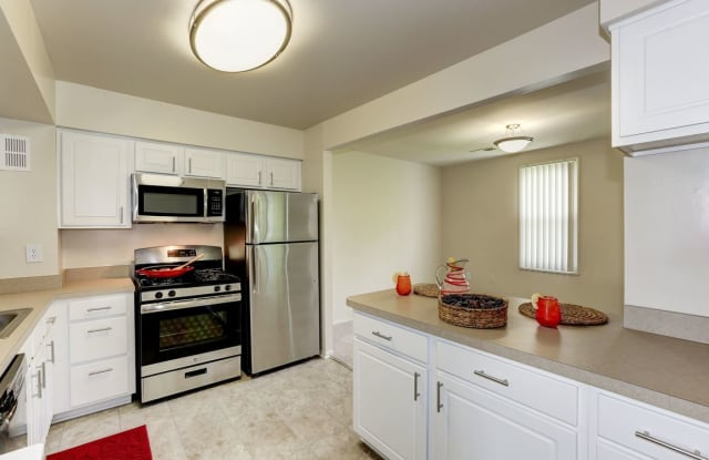 Mayfair House Apartments - 2926 Cherry St, Falls Church, VA 22042