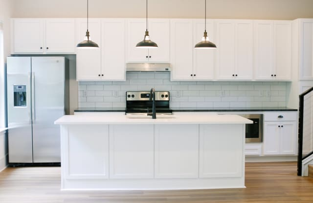 Anker Haus - 2925 Commonwealth Avenue, Charlotte, NC 28205