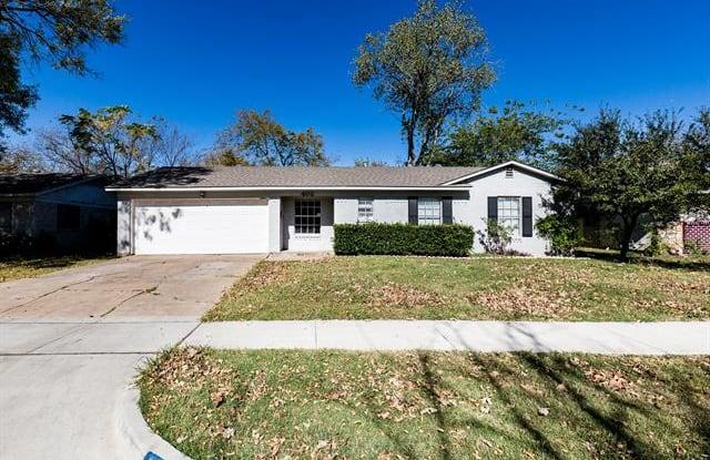 402 Sparks Street - 402 Sparks Drive, Grand Prairie, TX 75051