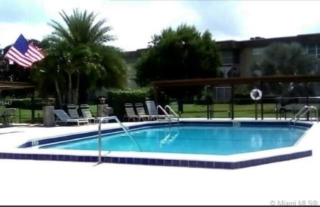 4806 NW 36th St - 4806 NW 36th St, Lauderdale Lakes, FL 33319