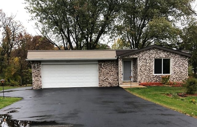 22172 W Pineview Dr, Antioch, IL 60002 - 22172 West Pineview Drive, Lake County, IL 60002