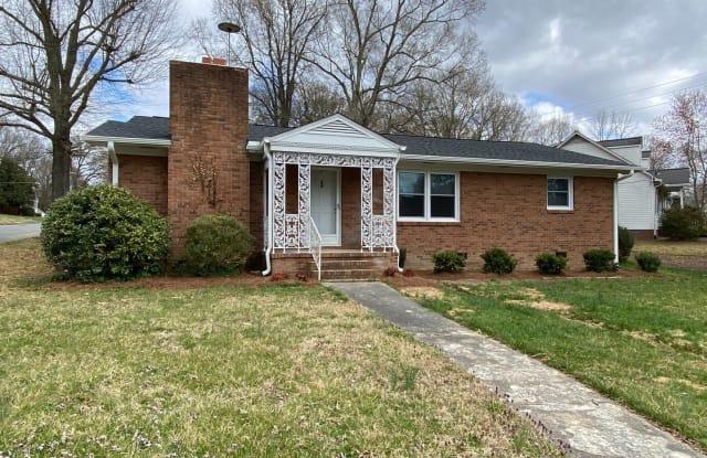 1612 Hawthorne Ln - 1612 Hawthorne Lane, Burlington, NC 27215