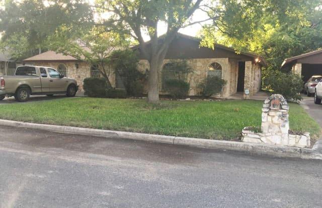 140 HILLCREST DR - 140 Hillcrest Dr, La Vernia, TX 78121