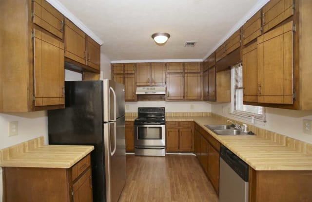 Tall Oaks Apartments and Villas - 348 Tall Oaks Drive, Conyers, GA 30013