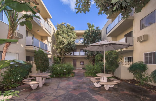 Tyrone Terrace Apartments - 4949 Tyrone Ave, Los Angeles, CA 91423